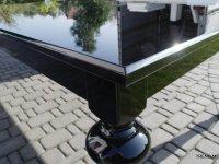 stół na nogach toczonych